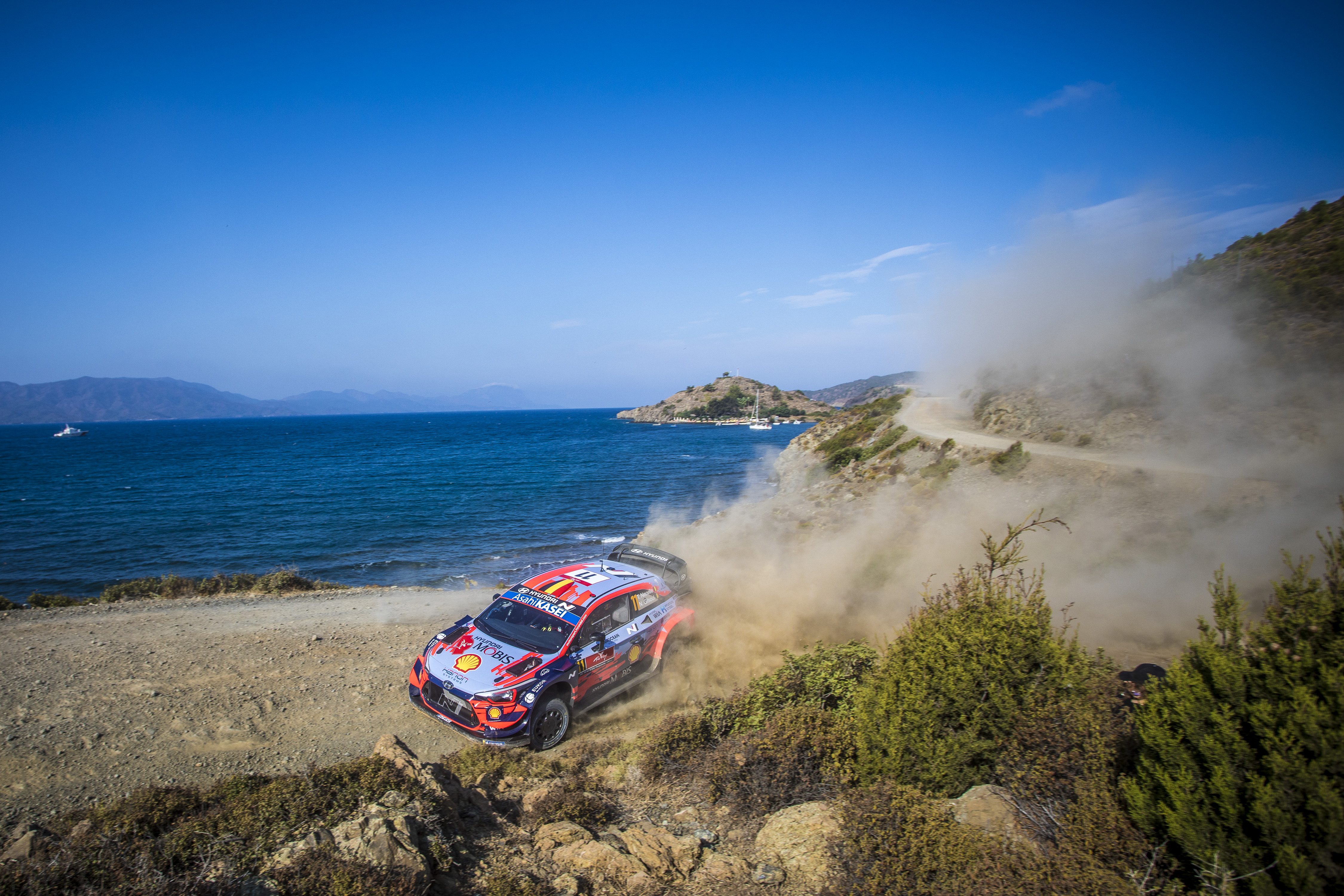 WRC – Neuville sets the pace after dramatic day on Rally Turkey