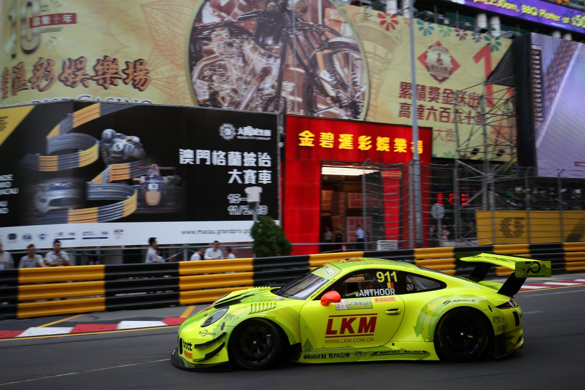 GT World Cup - Vanthoor and Bamber lead Porsche attack