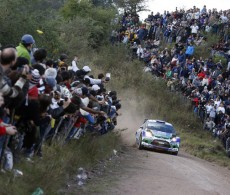 Dani Sordo and the crowd in Rally Argentina 2012