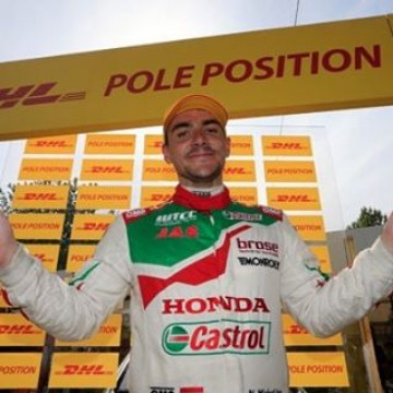 #WTCC @nmichelisz put in a sensational lap record-breaking charge in @fia_wtcc qualifying to secure the DHL pole position for the Main Race at WTCC Race of Portugal tomorrow (Sunday)