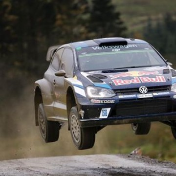 #WRC Sebastien Ogier leads at the end of the opening day of @walesrallygb but the Frenchman has been lucky to manage a transmission problem that has unusually hot all three Polo R WRCs #WRGB #Wales #rallies #rallying #Sebastien #Ogier #Volkswagen #motorsport