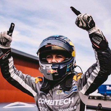 """TBT - One month ago @mikaelaakottulinsky became the first female to win in STCC """"To win this race wasn't just big for us, I also see this as a big step for women in motorsport and most important of all - to inspire other girls to take the step into a male dominated world."""" @lisajonassonn @_elinasvensson @pwr_racing_team  #fia #fiawim #womeninmotorsport #stcc #racing #winner #womenpower #motorsport #drivers #hypercool #sweden #swedishgirls #inspiration #goodnews #best #cupra #seat #throwbackthursday #tbt"""