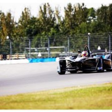 @jeanericvergne (@techeetahfe) set a new #FormulaE lap record around the Donington Park GP circuit on the second day of @fiaformulae pre-season #testing - posting a 1:29.634s