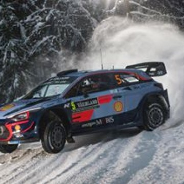 #WRC - That's how @thierryneuville clears snow from roads during @rallysweden ! 🇸🇪🏁