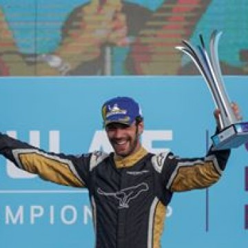#FE - @jeanericvergne ( @techeetahfe ) won the 6th round of the @fiaformulae championship in picturesque Punta Del Este after a great battle and a thrilling duel with @lucasdigrassi. The Frenchman now leads the standings by 30 points over @frosenqvist . . . #puntadelesteeprix #motorsport #racing