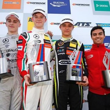 #FIAF3 In the 20th race of the @fiaf3europe Championship season, @callum_ilott made maximum use of his pole position and won from his fellow countrymen @jakehughesrace, @landonorris and @harrison_newey  #formula3 #Zandvoort #motorsport #racing