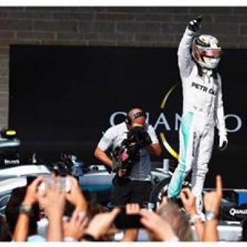 #F1 @lewishamilton wins the #USGP ahead of @nicorosberg  #formulaone #formula1 #Austin #Lewis #Hamilton #Mercedes #winner #motorsport #race