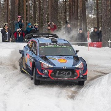 #WRC - @thierryneuville continues to top the #rallysweden 🇸🇪 and heads into the closing 52 kilometres of competition on Sunday with a 22.7 second advantage over @craigbreen__ . #Motorsport #Racing