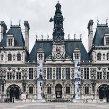 From 23 to 29 April, two 23-meter banners featuring the #3500lives campaign are being displayed on the facade of Paris City Hall to promote #RoadSafety messages to the general public